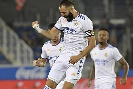 Hat seinen Vertrag bei Real Madrid bis 2023 verlängert: Top-Torjäger Karim Benzema. Foto: Alvaro Barrientos/AP/dpa