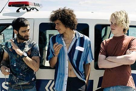 Eine Szene aus «Räuberbande» mit den Schauspielern O?ulcan Arman Uslu, Mekyas Mulugeta und Emil von Schönfels (v.l.n.r.). Foto: --/Salzgeber/dpa