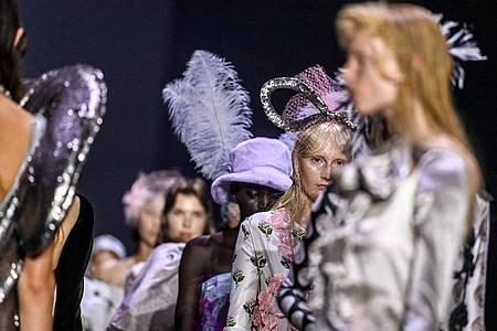 Nach der Eröffnung der Fashion Week mit der Schau von Florentina Leitner sind in den nächsten Tagen noch mehrere Veranstaltungen in der ganzen Stadt geplant. Foto: Jens Kalaene/dpa-Zentralbild/dpa