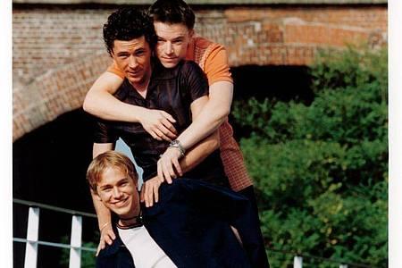 Die Teenager Nathan (Charlie Hunnam, l-r), Stuart (Aidan Gillen) und Vince (Craig Kelly) sind die Hauptdarsteller der Serie «Queer as Folk». Foto: Arte