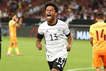 Deutschlands Karim Adeyemi jubelt nach seinem Treffer zum 6:0. Foto: Tom Weller/dpa