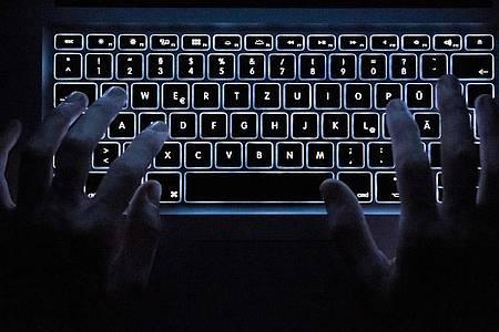 Experten warnen vor Cyberattacken während der Corona-Krise. Foto: Silas Stein/dpa