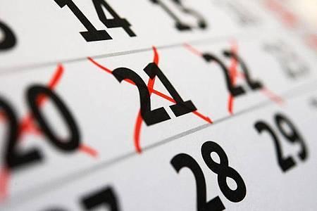 Im Bundesurlaubsgesetz steht: der Urlaub muss im laufenden Kalenderjahr genommen werden, sonst verfällt er - aber gilt das immer?. Foto: Andrea Warnecke/dpa-tmn