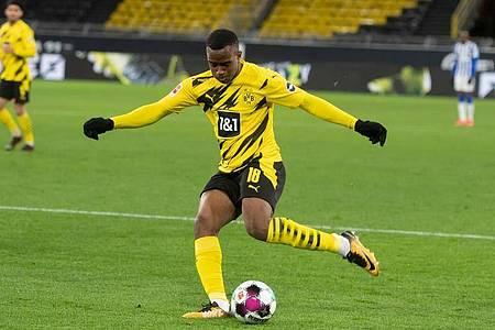 BVB-Trainer Marco Rose setzt im Supercup auf den 16-jährigen Youssoufa Moukoko in der Dortmunder Startelf. Foto: Bernd Thissen/dpa