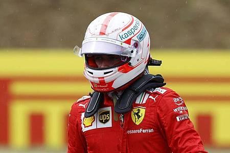 Muss vom Ende des Feldes in das Formel-1-Rennen in Sotschi starten: Ferrari-Pilot Charles Leclerc. Foto: Florion Goga/Pool Reuters/dpa