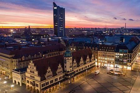 Der Leipziger Marktplatz - im Vordergrund das Alte Rathaus. Foto: Jan Woitas/dpa-Zentralbild/dpa