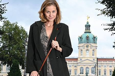 Schauspielerin Jessica Ginkel arbeitet jetzt in der «Eifelpraxis». Foto: Jens Kalaene/dpa-Zentralbild/dpa