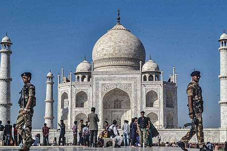 Der Taj Mahal zieht unter normalen Umständen Besucher aus aller Welt an. Foto: Pawan Sharma/PTI/dpa