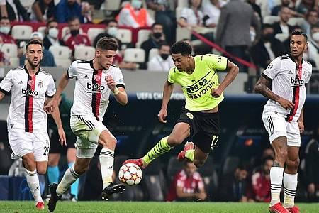 Jude Bellingham (2.v.r) erzielte einen Treffer und bereitete den anderen vor. Foto: Mustafa Alkac/dpa