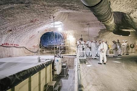 Im Atommülllager Asse lagern seit mehr als 50 Jahren Fässer mit schwach- und mittelradioaktiven Abfällen, die geborgen werden müssen, weil Wasser eindringt. Foto: Ole Spata/Ole Spata