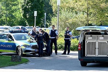 Nach dem Vorfall vor zweieinhalbWochen, bei dem vier zum Teil als gefährlich geltende Männer aus der Klinik bei Heilbronn geflohen waren, wird nach drei Flüchtigen noch gefahndet. (Archivbild). Foto: Bernd Weißbrod/dpa