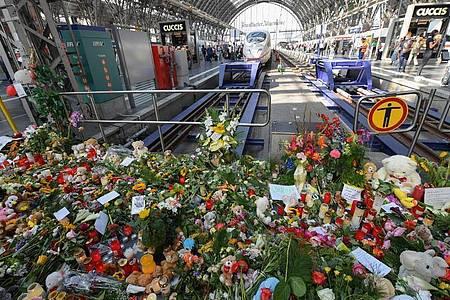 Erinnerung an den getöteten Jungen im Frankfurter Hauptbahnhof. Foto: Arne Dedert/dpa