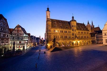 Rothenburg ob der Tauber: Zur Eindämmung des Coronavirus gibt es in ganz Bayern weitreichende Ausgangsbeschränkungen. Foto: Daniel Karmann/dpa
