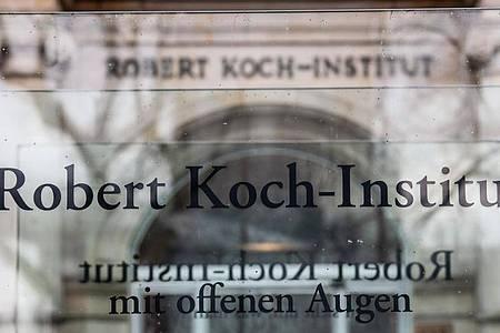 Eingang des Robert Koch-Instituts in Berlin. Foto: Paul Zinken/dpa