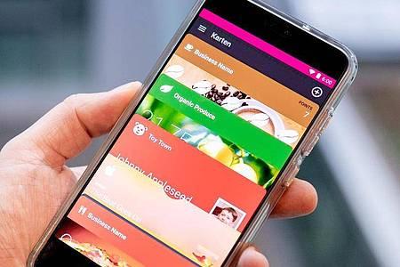Übersichtlich gibt sich die Android-App WalletPasses, die «pkpass»-Dokumente öffnen und speichern kann. Foto: Zacharie Scheurer/dpa-tmn