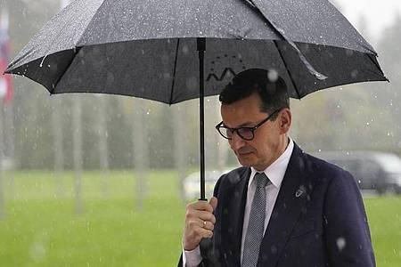 Regierungschef Mateusz Morawiecki hat das polnische Verfassungsgericht gebeten, ein Urteil des Europäischen Gerichtshofs zu überprüfen. Foto: Petr David Josek/AP/dpa