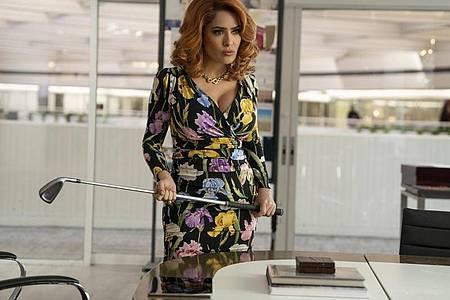 Claire Luna (Salma Hayek) ist eine knallharte Industriegigantin. Foto: Eli Joshua Ade/Paramount Pictures/dpa
