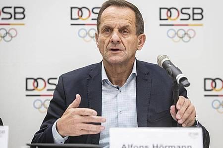 Richtet wegen derCoronavirus-Pandemie einen Appell an Sport-Deutschland:DOSB-Boss Alfons Hörmann. Foto: Frank Rumpenhorst/dpa