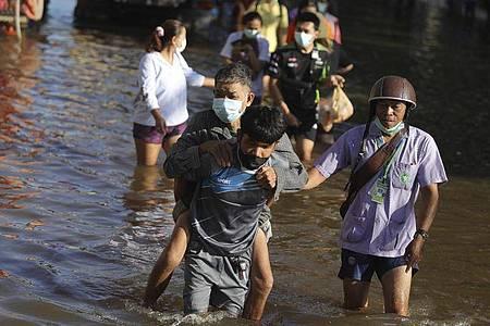 Auch die Provinz Chaiyaphum nordöstlich von Bangkok wurde von Sturzfluten getroffen. Foto: Nava Sangthong/AP/dpa