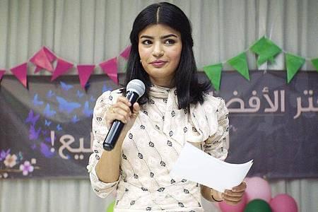 Maryam (Mila Al Zahrani) kandidiert für den Gemeinderat. Die junge Ärztin will erreichen, dass die Zufahrtswege zu ihrem Krankenhaus verbessert werden. Foto: -/Neue Visionen Filmverleih/dpa