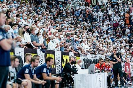 Der THW Kiel empfing 9000 Zuschauer. Foto: Axel Heimken/dpa