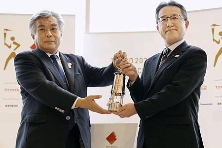 Das olympische Feuer wird offiziell an die Präfektur Fukushima übergeben. Foto: Uncredited/Kyodo News/AP/dpa