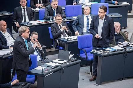 Zuletzt saß die AfD vom Platz des Bundestagspräsidenten aus gesehen ganz rechts, daneben die FDP - doch das wollen die Liberalen ändern. «Weil wir uns als Kraft der politischen Mitte sehen», wie es heißt. (Archivbild). Foto: Michael Kappeler/dpa