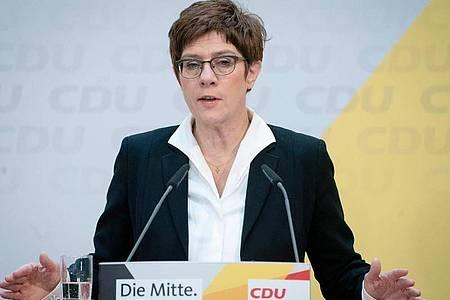 CDU-Chefin Annegret Kramp-Karrenbauer attackierte SPD-Generalsekretär Lars Klingbeil scharf. Foto: Kay Nietfeld/dpa