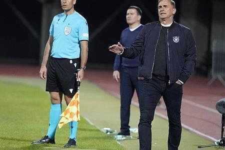 Hat die Debüts seiner Europameister KarimAdeyemi und David Raum in der A-Nationalmannschaft zufrieden verfolgt: Stefan Kuntz. Foto: Oksana Dzadan/dpa
