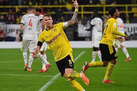 Kurzzeitig kam noch einmal Hoffnung in Dortmund auf, nachdem BVB-Kapitän Marco Reus per Traumtreffer zum 1:2 traf. Foto: Bernd Thissen/dpa