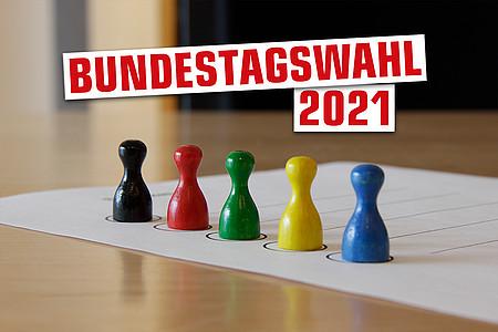"""Bunte Spielfiguren mit Schriftzug """"Bundestagswahl 2021"""""""