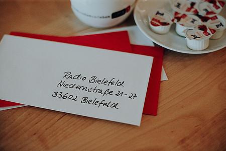 Brief ist an Radio Bielefeld addressiert