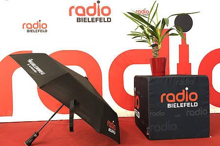 Radio Bluetooth-Regenschirm aufgespannt