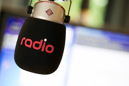 Mikrofon mit Radio-Branding