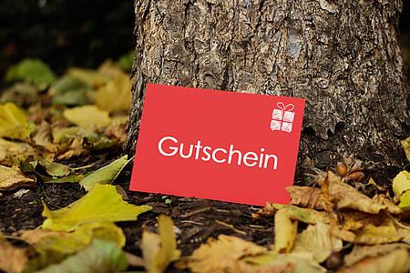 Gutschein im Herbstlaub
