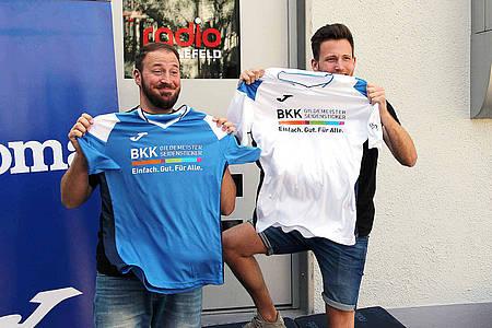 Radio Bielefeld Moderatoren mit Trikots
