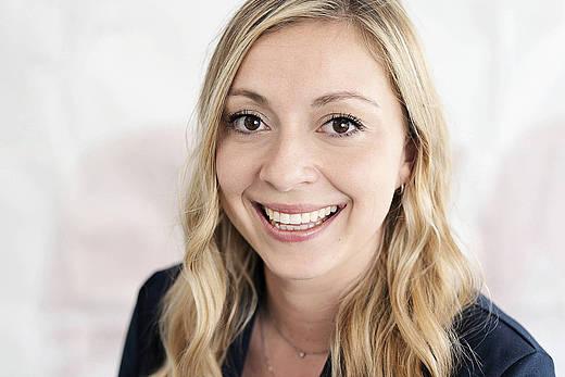 Vanessa Baur Portraitfoto der stellvertretenden Verkaufsleitung